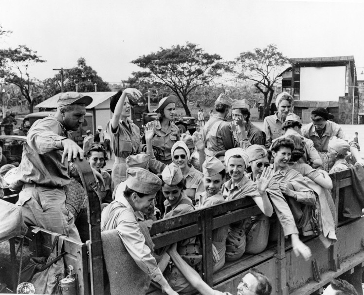 Army_nurses_rescued_from_Santo_Tomas_1945f