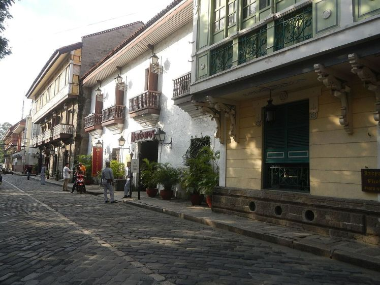Intramuros Street by Wikipedia.org